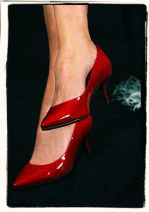 high-heeled-shoes-507983_1920
