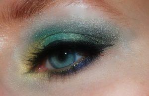 makeup-402533_1920