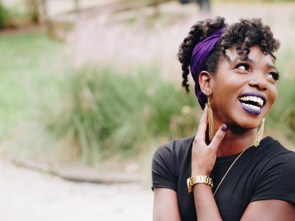femme sourit
